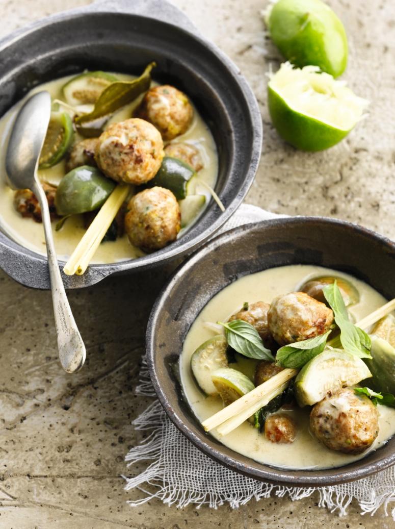 Groene curry met pistacheballetjes