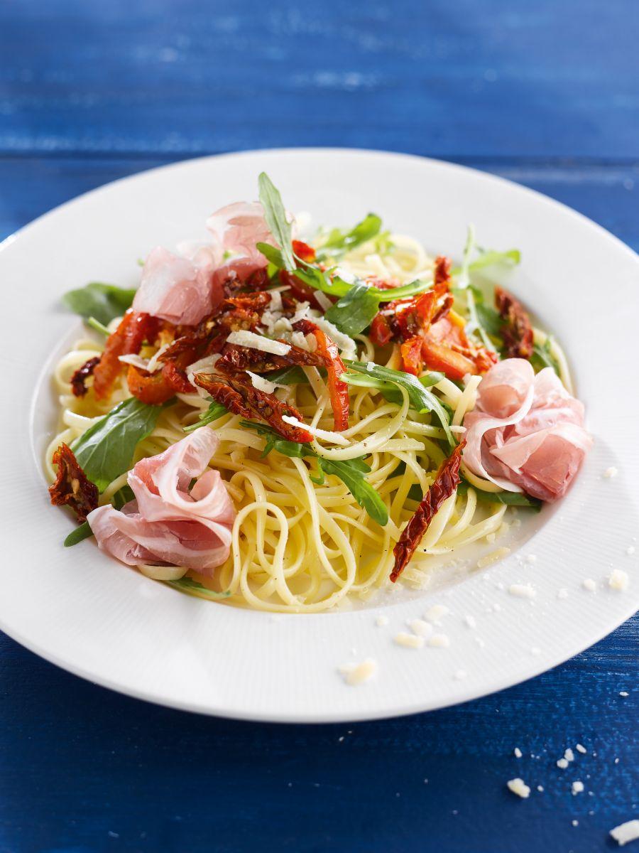 Linguine met pancetta en zongedroogde tomaat