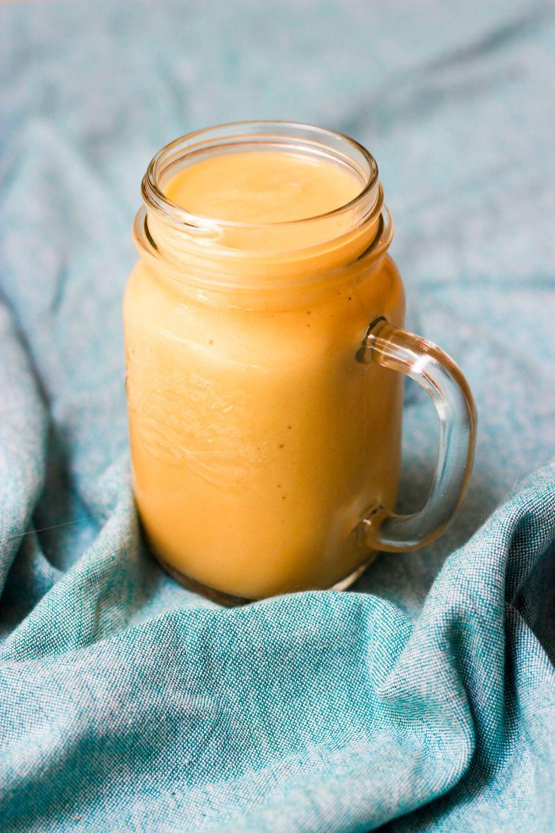 Tropical smoothie met amandelmelk