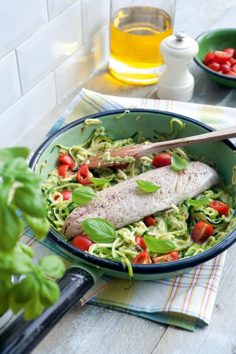 Courgetti met pesto en makreel
