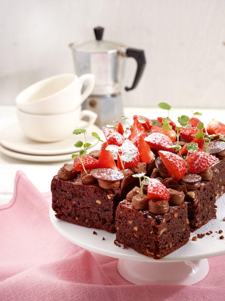 Brownies met karamelcrème en aardbeien