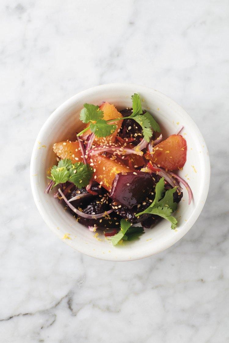 Thaise salade van gepofte rode biet