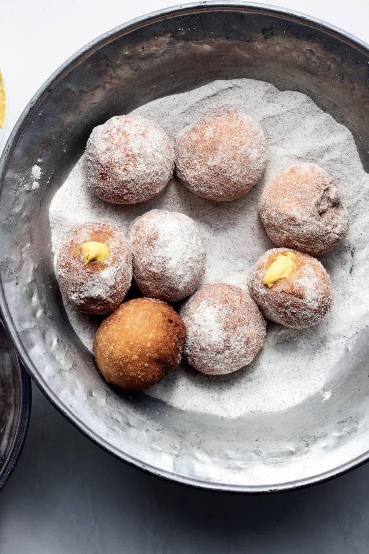 Donuts met saffraancreme