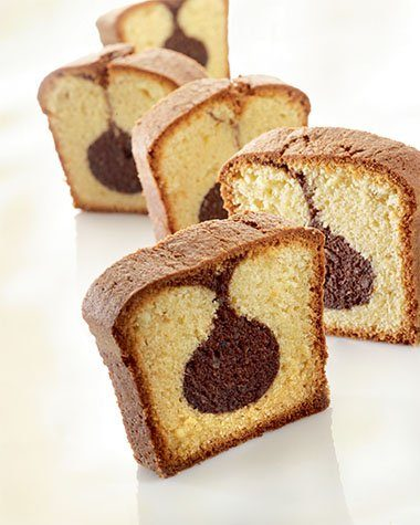 Gemarmerde vanillecake met chocoladestaafjes