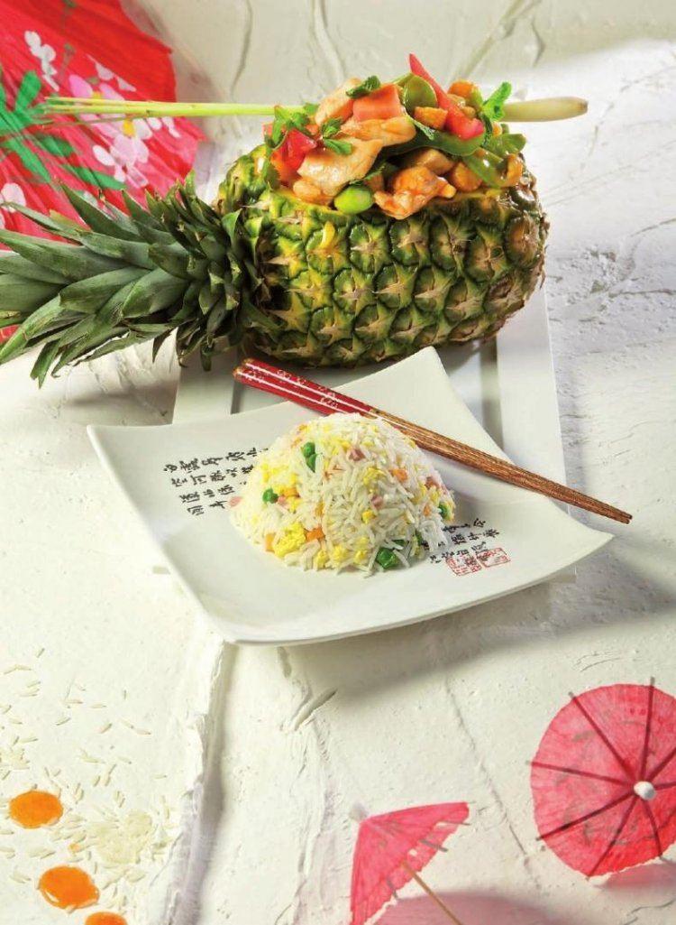 Ananas met zuurzoete groentjes  en nasi goreng