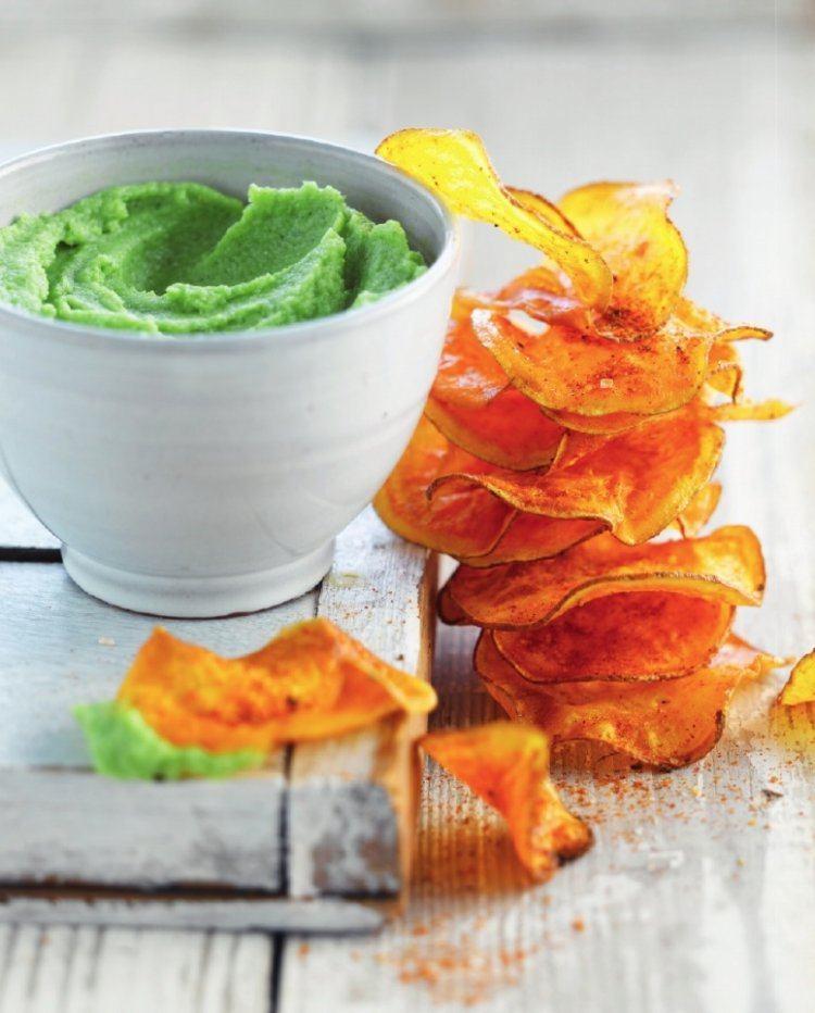 Broccolidip met chips van zoete aardappel