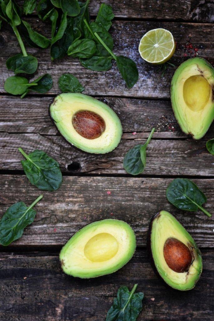 Gemarineerde zeebaars met avocado en venkel