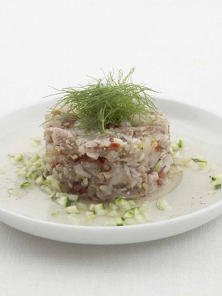 Cheviche van tonijn en Sint-Jakobsvruchten met venkel en courgette