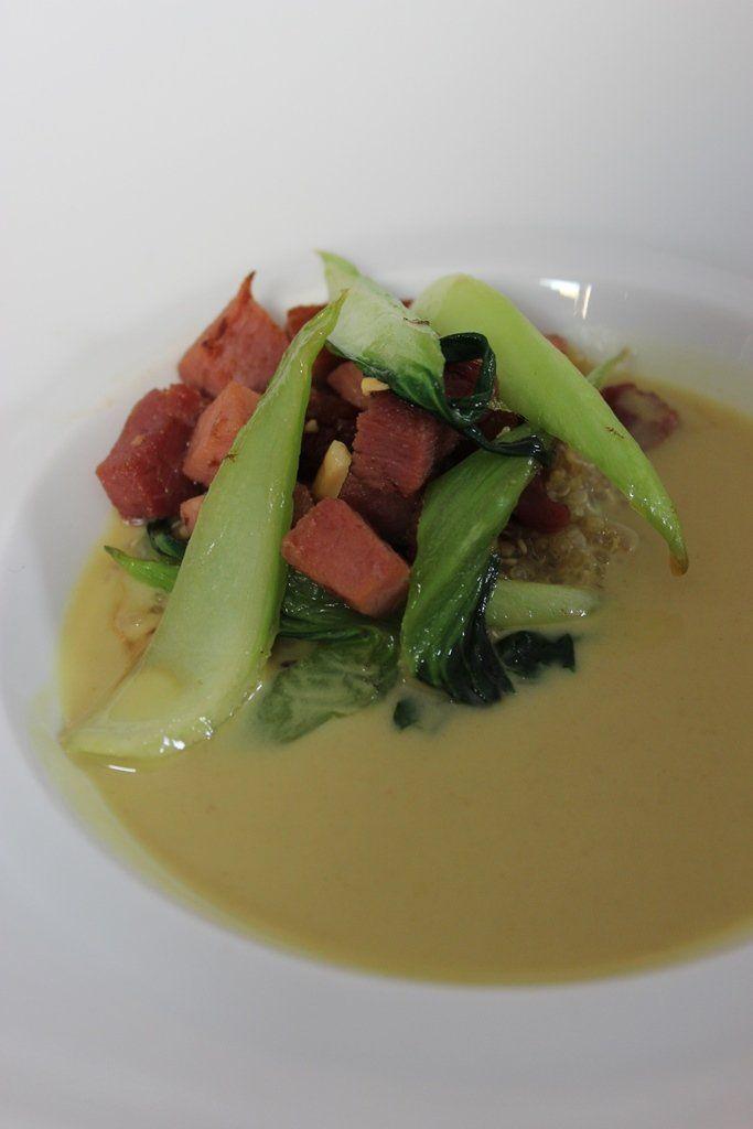 Gewokte nootham met quinoa, paksoi en currysaus