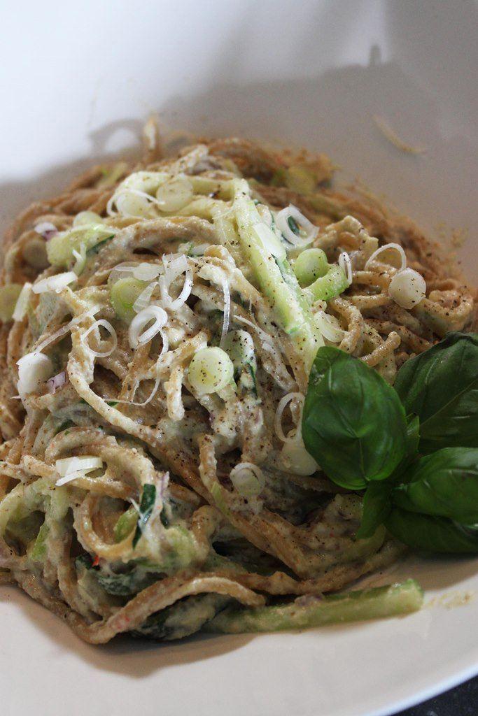 Pasta met courgette en crème van cashewnoten