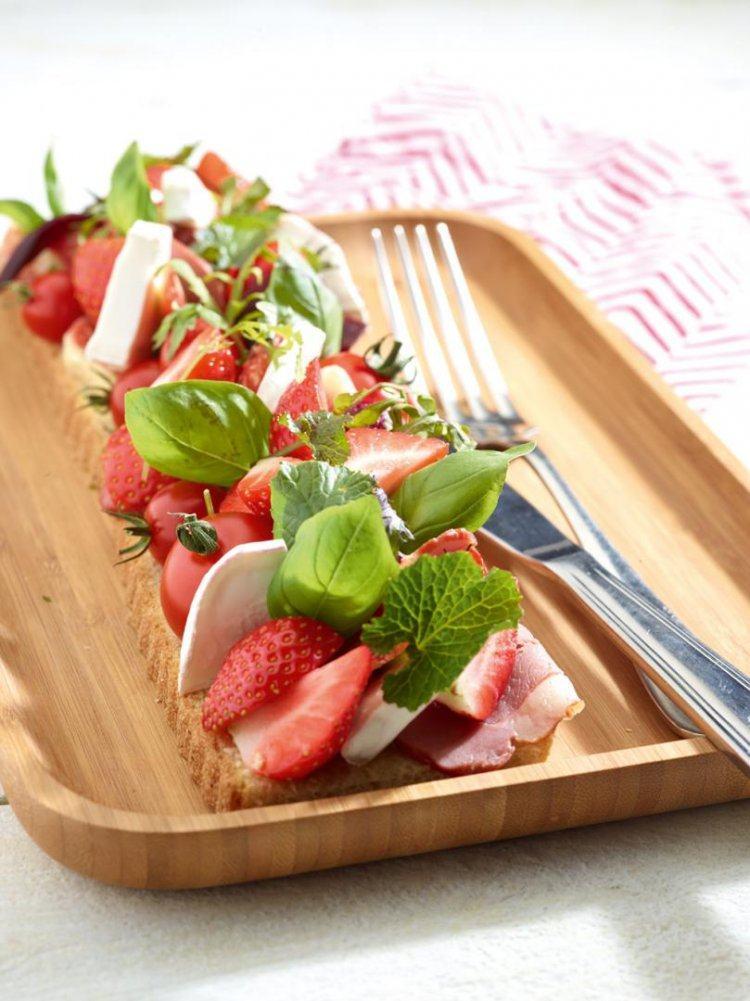Boterham met eendenborst en aardbeien