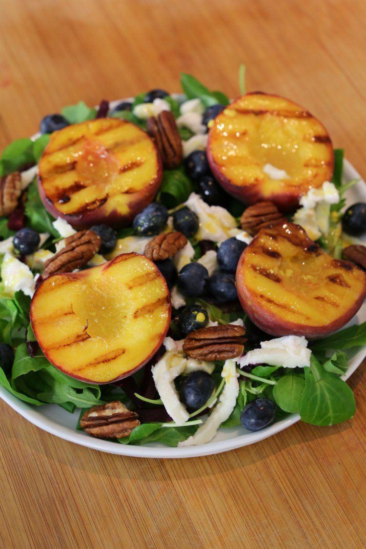 Salade met gegrilde perziken