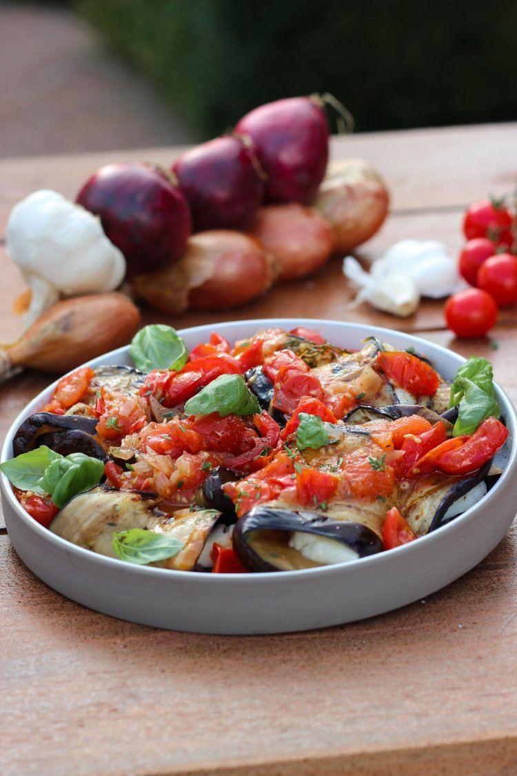 Auberginerolletjes met halloumi en tomaat