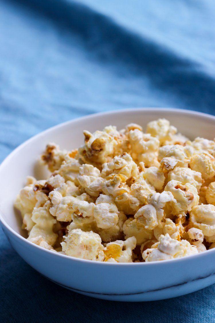 Popcorn met witte chocolade en kokos
