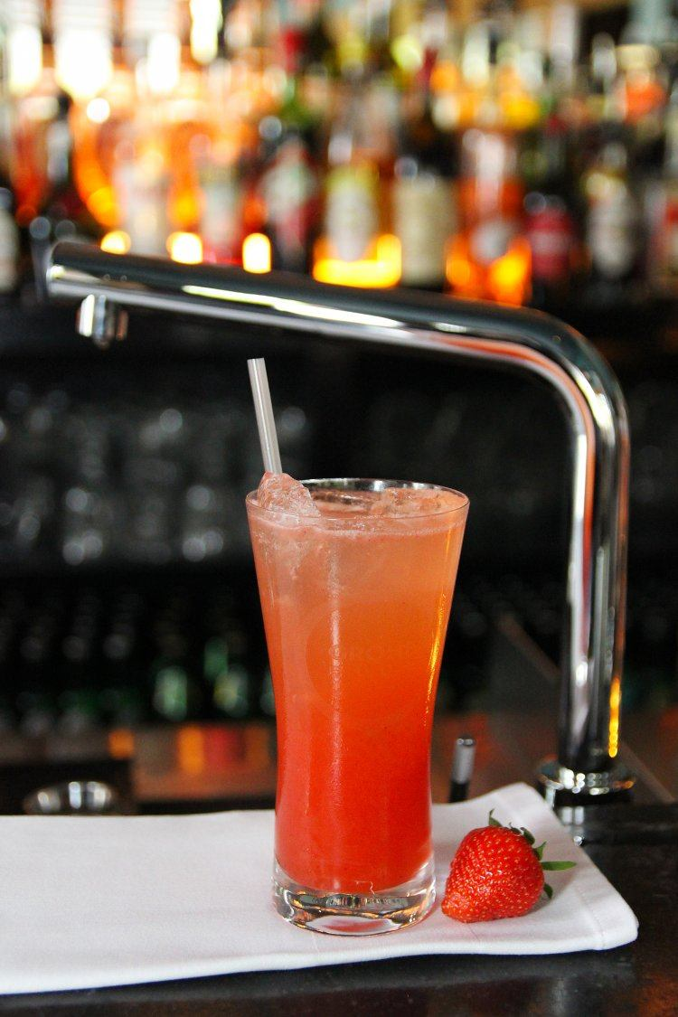 Strawberry Gin Fizz