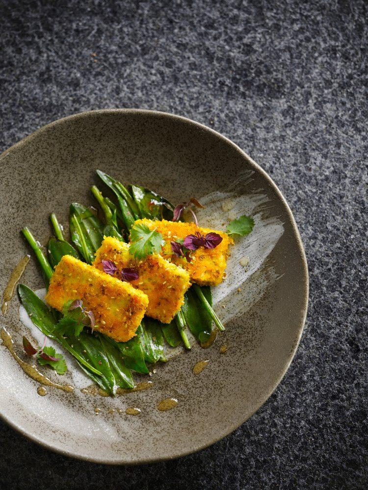 Tofu met een korstje en zeesalade