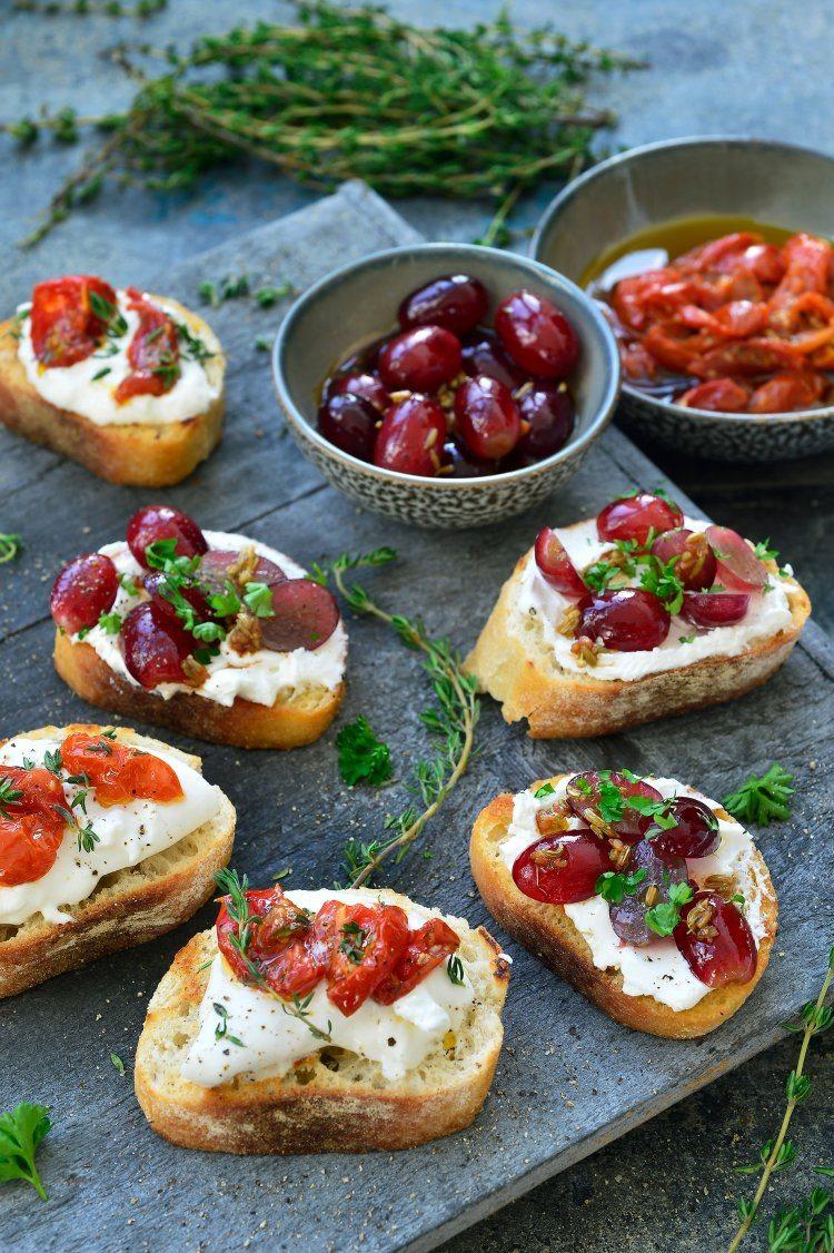 Bruschetta's met burrata en gekonfijte tomaatjes