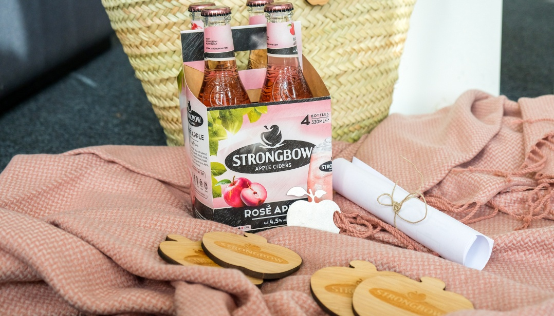 Win een picknickmand de nieuwe Strongbow Rosé Apple