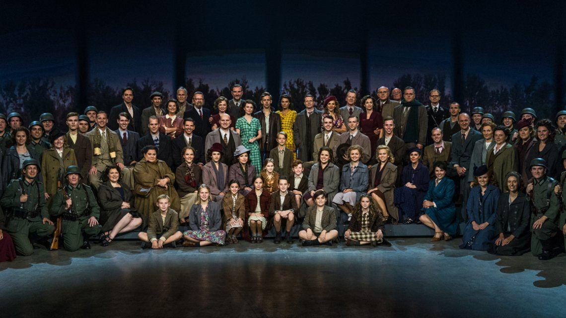 Eerste beelden van spektakel-musical 40-45 maken indruk!